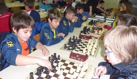 Un centenar de jugadors en l'obertura de la Lliga Escolar