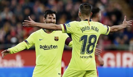 Messi celebra amb Jordi Alba el gol que va marcar al Girona.