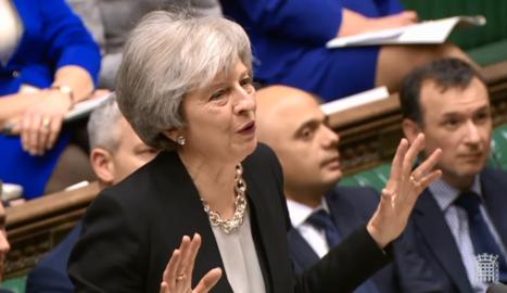 La primera ministra britànica, Theresa May, ahir, durant la intervenció al Parlament britànic.