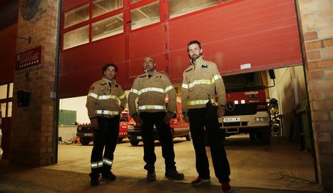 Els bombers voluntaris d'Almenar, al tancar ahir el parc també de manera indefinida.