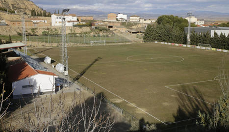 Una vista general del camp de futbol d'Alguaire d'ahir a la tarda.