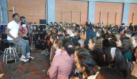 El grup Koers va explicar les seues experiències i va oferir un petit concert a l'IES Maria Rúbies de Lleida.
