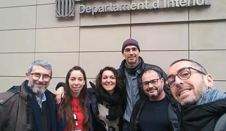 Representants de l'APE, abans de la reunió d'ahir amb Interior.
