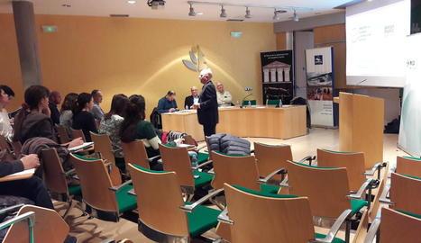 Un moment del debat que es va portar a terme a la facultat d'Agrònoms de Lleida.