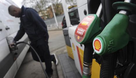 La gasolina i el gasoil registren la tercera pujada al gener.