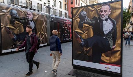 Les fotos dels diversos candidats als Goya envaeixen aquesta setmana els principals carrers de Sevilla.