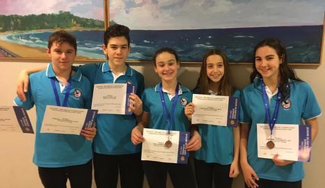 Nadadors del CN Tàrrega, que es va endur diverses medalles.
