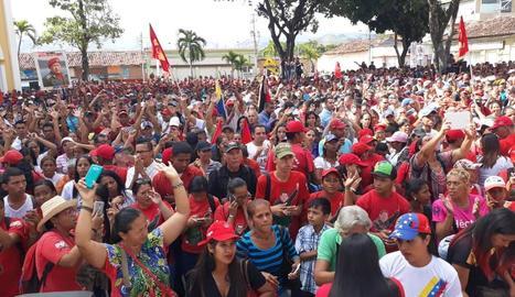 Concentració de chavistes a la ciutat veneçolana de Cúa, ahir.