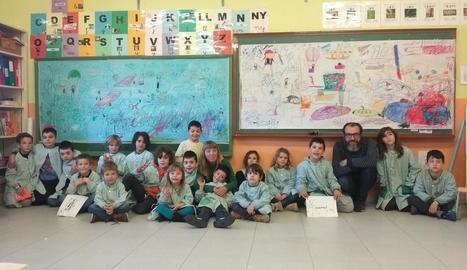 Imatge dels alumnes de l'escola de l'Horta Creu del Batlle amb Ruth Valencia.