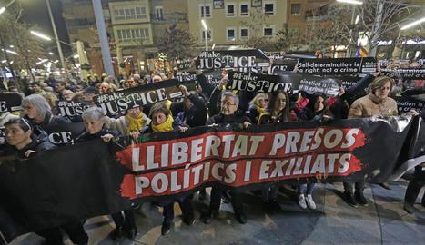 Un instant de la concentració en solidaritat amb els presos independentistes, ahir a Ricard Viñes.