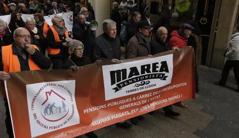 Imatge de persones que es van manifestar a la marxa convocada ahir a Lleida.
