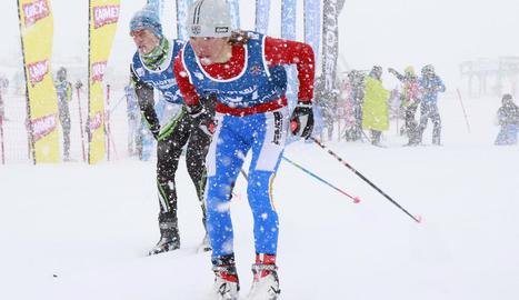 La nevada va endurir encara més el recorregut. A la dreta, l'aranès Pablo Moreno, que va aconseguir el segon lloc a la categoria U14.