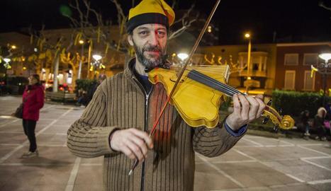 Un violí amb forma de Catalunya, a Tàrrega
