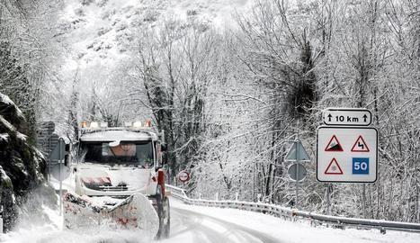 Les nevades es registren en cotes molt baixes, d'entre 300 i 500 metres, a tota la Península.