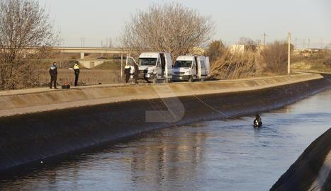 El lloc del canal de Seròs on ha estat localitzat el vehicle de la desapareguda, amb un cos sense vida a dins