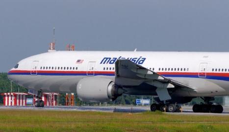 Un avió de Malaysia Airlines va desaparèixer a l'oceà Índic amb 227 passatgers i 12 tripulants.