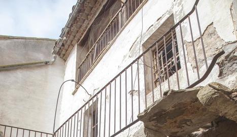 Imatge de l'interior de la casa heretada, al carrer Lleida.