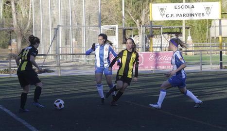 Una jugada del partit d'ahir entre el Pardinyes i l'Espanyol B.