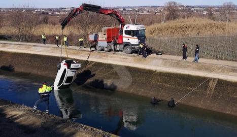Retiren del canal de Seròs el cotxe de la veïna de les Borges Blanques