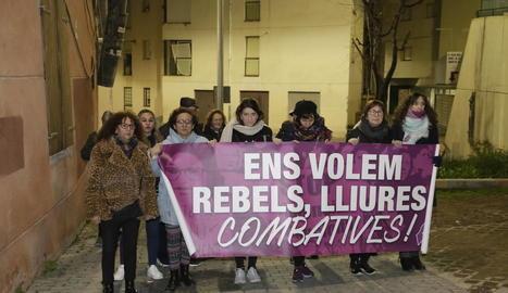 Algunes de les integrants de Marea Lila, en la manifestació d'ahir.