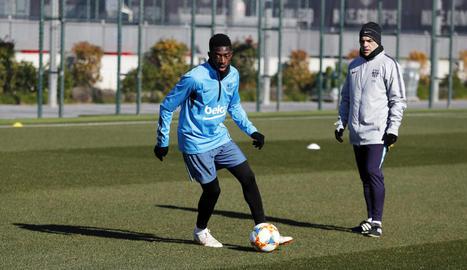 Ousmane Dembélé es va exercitar ahir en solitari al camp d'entrenament de la Ciutat Esportiva.