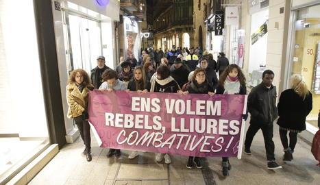 Una de les marxes que protagonitzen cada mes dones de Lleida per defensar els seus drets.