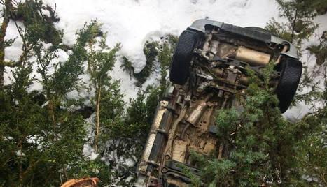 Vista del vehicle accidentat ahir a Bellver de Cerdanya.