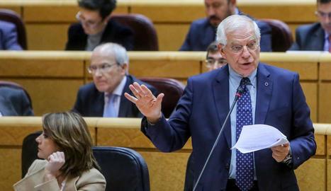 El ministre d'Exteriors, Josep Borrell, ahir durant la seua intervenció al Senat.
