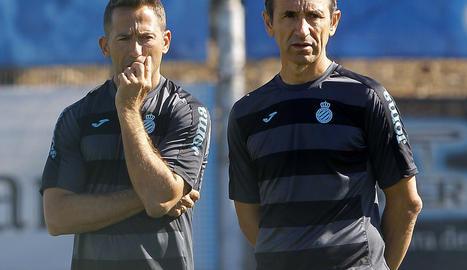 Juan Carlos Oliva, en un entrenament amb l'Espanyol al costat de l'exblau Raúl Tamudo.