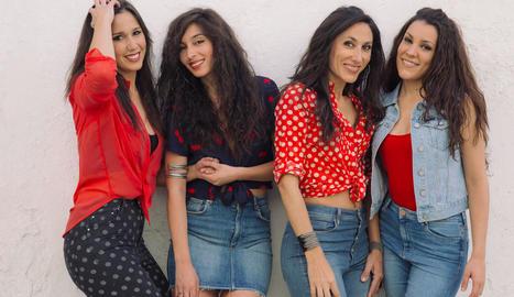 Bego Salazar, Marta Robles, Alicia Grillo i la veïna de Agramunt Roser Loscos (primera per l'esq.).