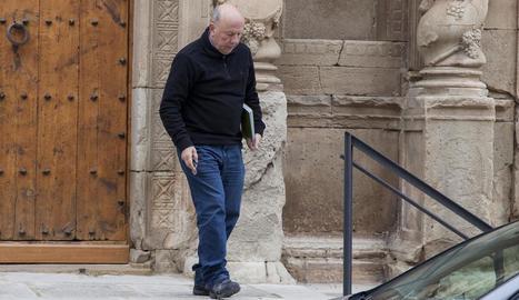 El rector Josep Maria Font, investigat per pederàstia, ahir després d'impartir una missa a l'església de Sant Martí de Maldà.