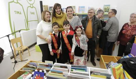 La consellera Borràs inaugura la remodelació de la Biblioteca municipal Domingo Espax d'Aitona