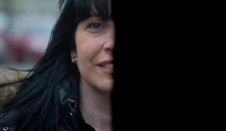 Lectora voraç, finalment va decidir-se per escriure. Quaderns, publicada per Llibres del delicte, va ser la seua primera novel·la. Una obra coral ambientada en un petit poble de les Garrigues que Solé, nascuda a Alfés i veïna dels Torms, va asse ...
