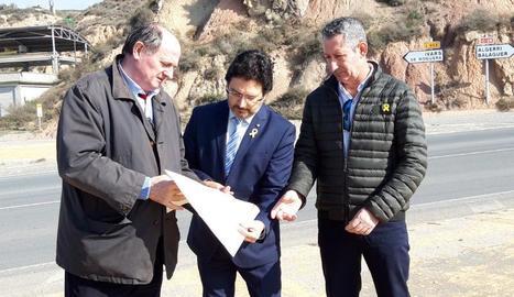 Gavín amb Jordi Benet de Carreteres i l'alcalde, Josep Magrí.