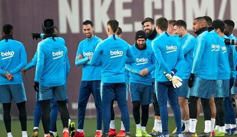 Messi, durant l'entrenament d'ahir amb el Barça.