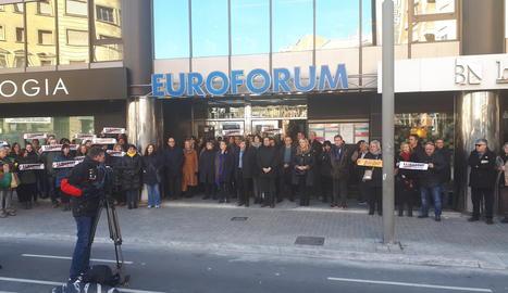 La concentració s'ha fet a les 12.00h en motiu de l'inici del judici de l'1-O