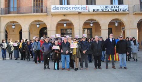 Prop de 100 persones es concentren a Mollerussa contra el judici del 'Procés'