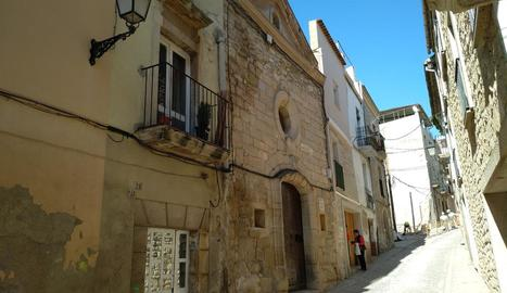 El carrer Hospital, al centre històric de les Borges.