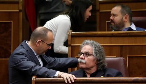 Carles Campuzano conversa amb Joan Tardà ahir al Congrés dels Diputats.