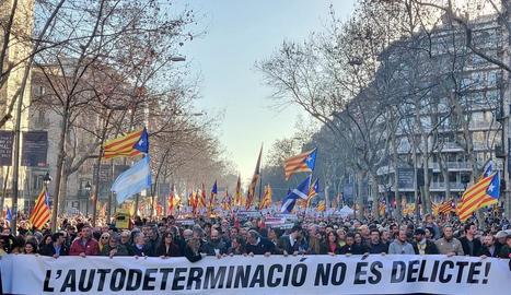 La plana major de l'independentisme va encapçalar la multitudinària manifestació que va discórrer ahir per Barcelona com a mostra de rebuig del judici de l'1-O.