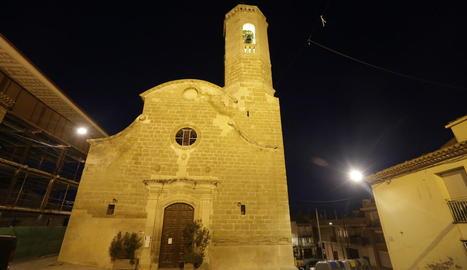 L'església d'Alpicat que ahir es va tancar al públic per despreniments a la nau central.