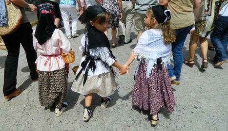 Els més petits participen en activitats lúdiques infantils.