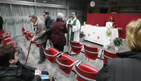 La primera missa al local social de la Unió d'Alpicat.