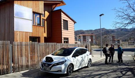La casa bioclimàtica d'Aramunt, a Conca de Dalt, també pot carregar cotxes elèctrics.