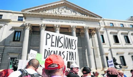 Protesta de pensionistes davant del Congrés dels Diputats.