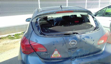 Estat en què ha quedat el cotxe envestit