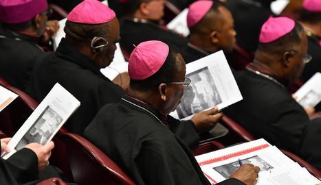 Alguns dels bisbes que van participar ahir en la primera jornada sobre abusos al Vaticà.