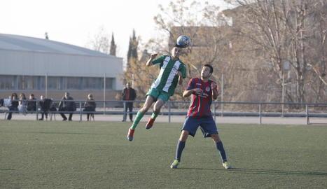 Una jugada del partit de dissabte entre el Magraners i el Castelldans.