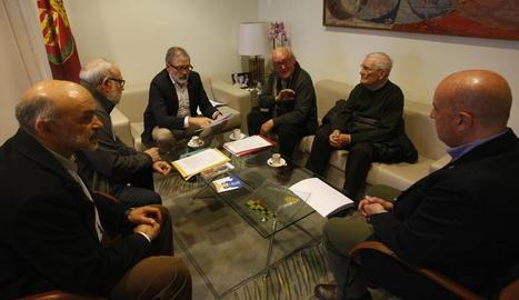Un instant de la reunió d'ahir de Larrosa amb la fundació.