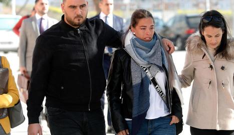 Els pares de Julen a l'arribar als jutjats per declarar.